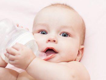 10 informations clés à connaître pour bien prendre soin d'un bébé